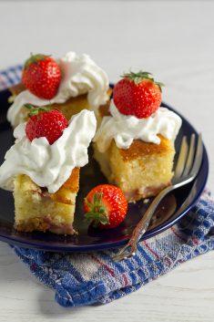 Patišpanja: Spužvasti kolač sa jagodama